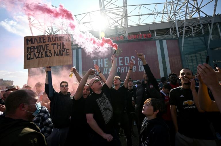 Man Utd fans stage protest as ESL backlash rumbles on