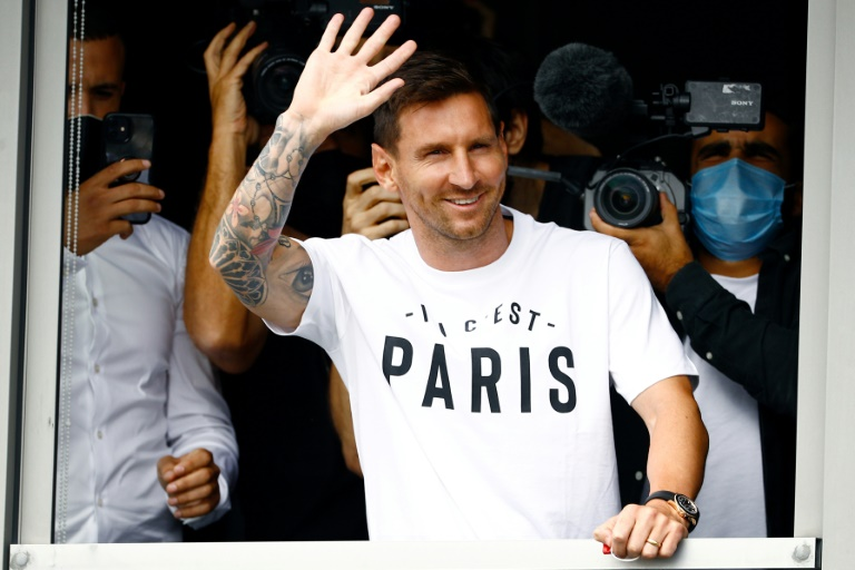 Messi set to complete PSG move after arriving in Paris